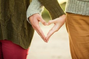 How to Recognize Magnetic Attraction Between Two People
